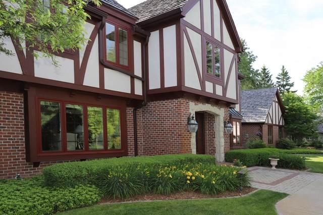10121 N Vintage Ct, Mequon, WI 53092 (#1729678) :: Tom Didier Real Estate Team