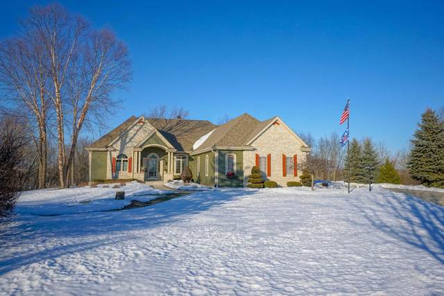 546 Hidden Glen Ct, Richfield, WI 53017 (#1729749) :: Tom Didier Real Estate Team