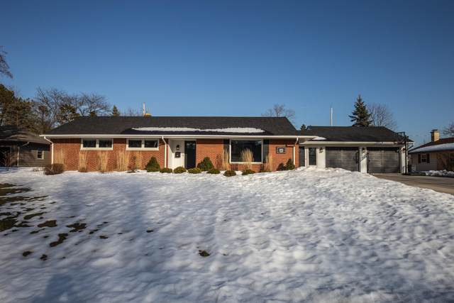 406 Bel Aire Dr, Thiensville, WI 53092 (#1729905) :: RE/MAX Service First