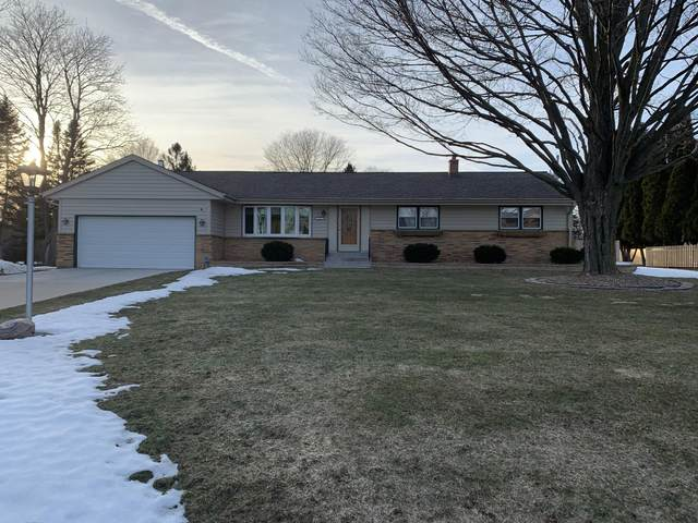 1125 Simon Dr, Brookfield, WI 53005 (#1730093) :: RE/MAX Service First