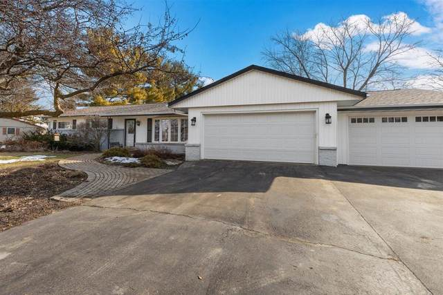 5120 S Mars Dr, New Berlin, WI 53146 (#1730098) :: RE/MAX Service First