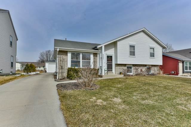 8265 N 97th St, Milwaukee, WI 53224 (#1730146) :: RE/MAX Service First