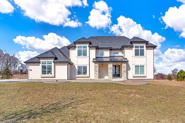 14195 N Twin Oaks Ln, Mequon, WI 53097 (#1730159) :: Tom Didier Real Estate Team