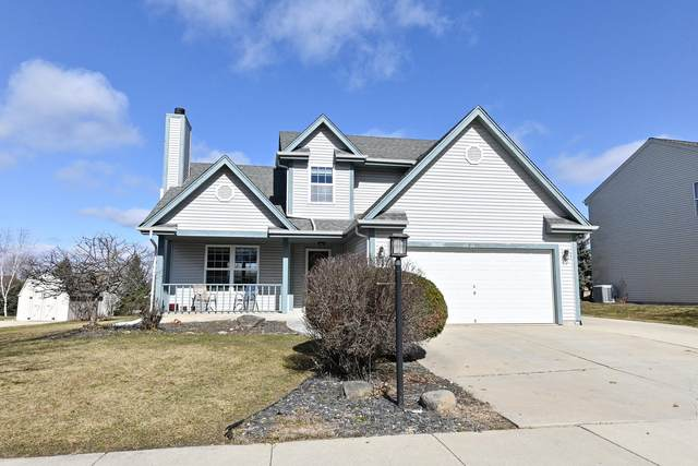 2529 Fox River Pkwy, Waukesha, WI 53189 (#1730286) :: RE/MAX Service First