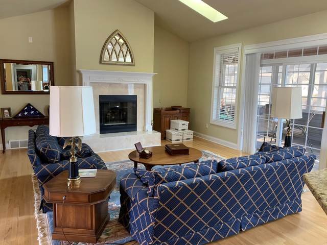 527 Bridgewater Cir, Williams Bay, WI 53191 (#1730420) :: Tom Didier Real Estate Team
