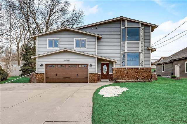 N27W27063 Woodland Dr, Pewaukee, WI 53072 (#1730611) :: RE/MAX Service First