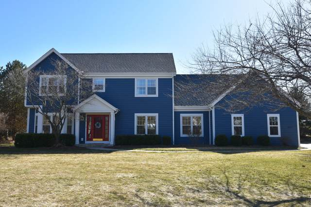 8817 W Daventry Rd, Mequon, WI 53097 (#1730708) :: RE/MAX Service First