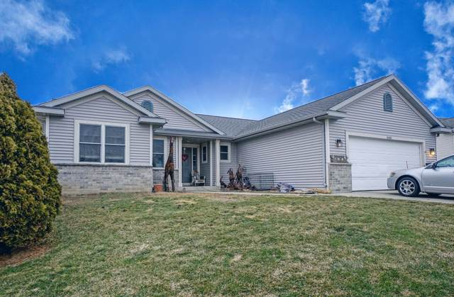 W1422 Valley View Ct, Ixonia, WI 53036 (#1730989) :: RE/MAX Service First