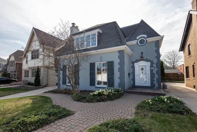 4425 N Maryland Ave, Shorewood, WI 53211 (#1731211) :: Tom Didier Real Estate Team