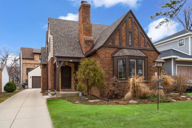 806 E Glen Ave, Whitefish Bay, WI 53217 (#1731273) :: Tom Didier Real Estate Team