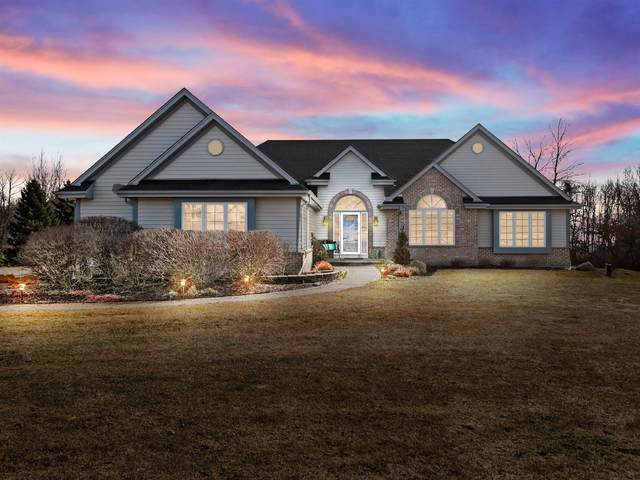 5197 Lower Lakeview Ridge Rd, Belgium, WI 53004 (#1731375) :: RE/MAX Service First