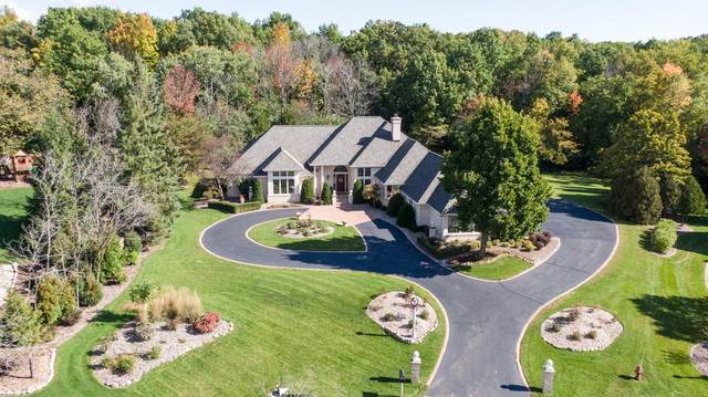 4022 W Ravenna Ct, Mequon, WI 53092 (#1731392) :: RE/MAX Service First