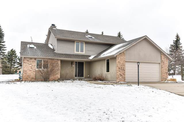 4132 S Regal Manor Ct, New Berlin, WI 53151 (#1731523) :: RE/MAX Service First