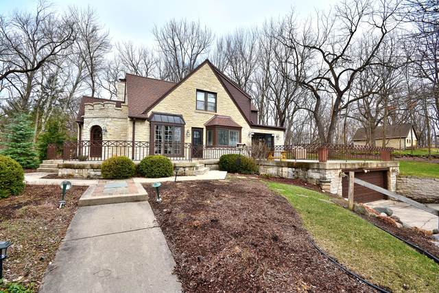 2030 Hawthorne Dr, Elm Grove, WI 53122 (#1731557) :: RE/MAX Service First