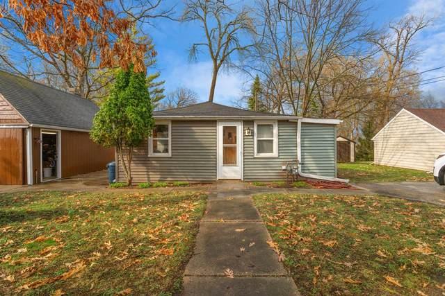 N22W28818 Oak Ln, Delafield, WI 53072 (#1731631) :: Keller Williams Realty - Milwaukee Southwest