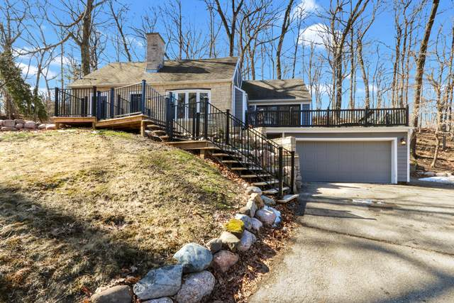 816 Shabbona Dr, Fontana, WI 53125 (#1731828) :: RE/MAX Service First