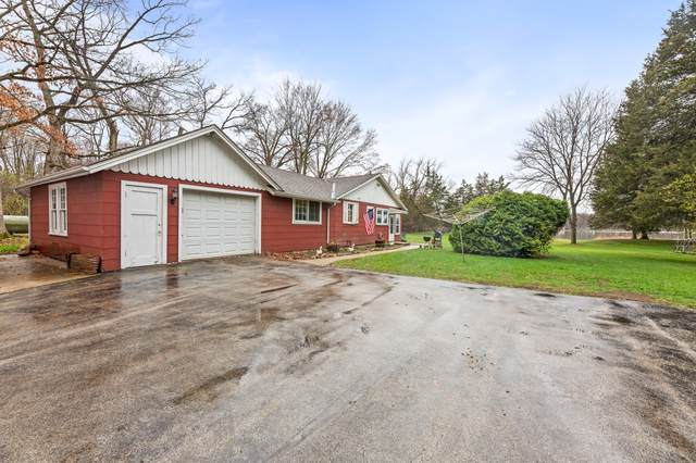 1217 N Genesee Woods Dr, Summit, WI 53066 (#1731901) :: RE/MAX Service First
