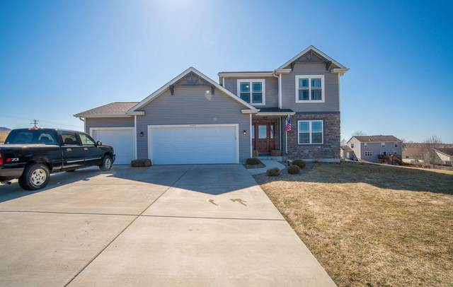 W1417 Valley View Ct, Ixonia, WI 53036 (#1731929) :: RE/MAX Service First