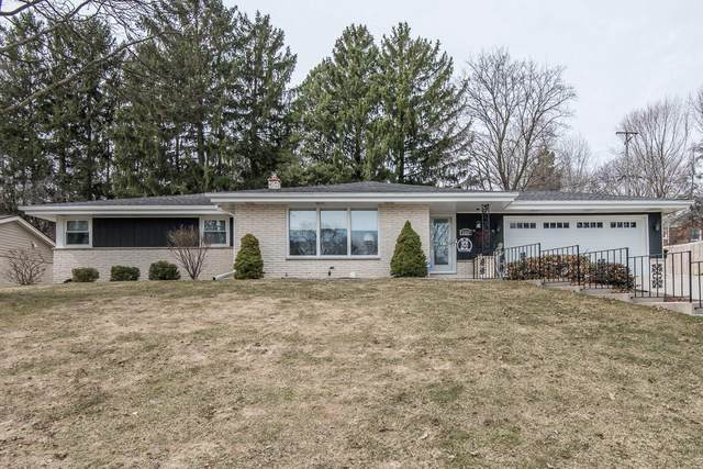 3333 N Knoll Blvd, Wauwatosa, WI 53222 (#1731990) :: RE/MAX Service First
