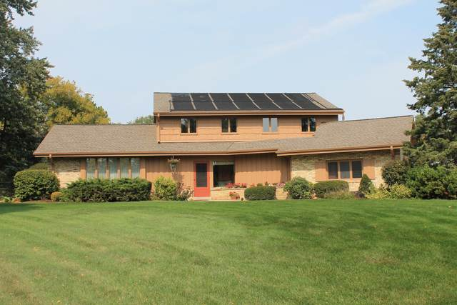 2945 Willaura Ct, Brookfield, WI 53005 (#1732020) :: RE/MAX Service First