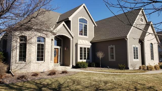 1043 Oak Cir, Pewaukee, WI 53072 (#1732106) :: Keller Williams Realty - Milwaukee Southwest