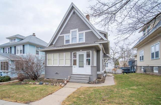 335 S 8th Ave, West Bend, WI 53095 (#1732184) :: RE/MAX Service First