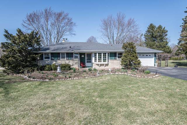 17326 W Observatory Rd, New Berlin, WI 53146 (#1732514) :: RE/MAX Service First