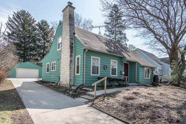 65 Columbia Ave, Waukesha, WI 53186 (#1732768) :: RE/MAX Service First