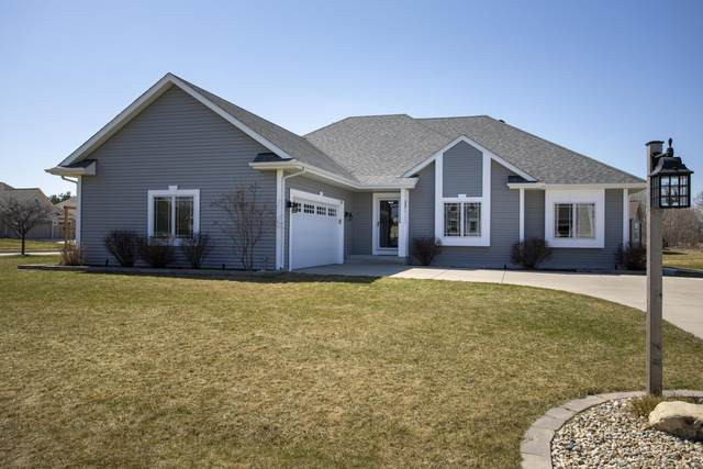 1204 Berry Patch Ln, Mukwonago, WI 53149 (#1732816) :: RE/MAX Service First