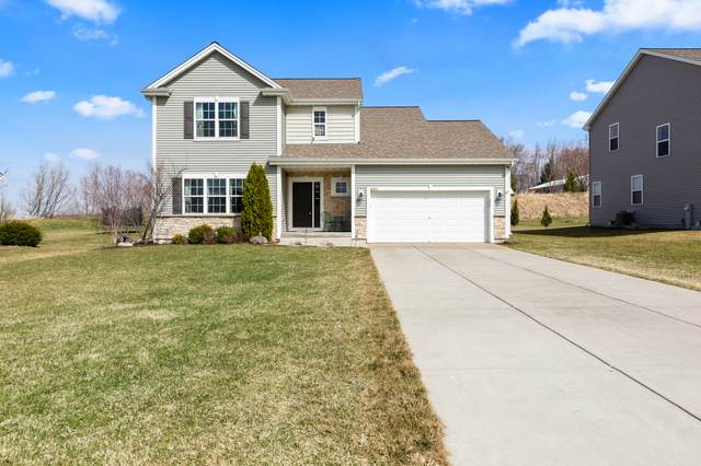 N8008 Woodland Ct, Ixonia, WI 53036 (#1733058) :: RE/MAX Service First
