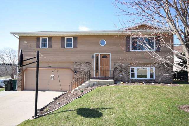 1025 Shepherds Dr, West Bend, WI 53090 (#1733301) :: RE/MAX Service First