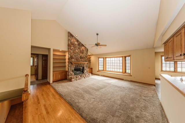 434 Woodside Dr, Cedarburg, WI 53012 (#1733306) :: RE/MAX Service First