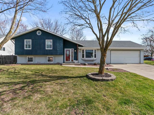 N62W23656 Sunset Dr, Sussex, WI 53089 (#1733478) :: RE/MAX Service First