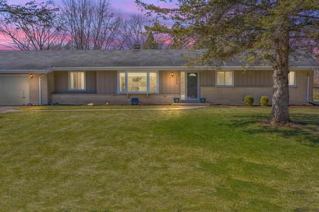 11819 N Country Ln, Mequon, WI 53092 (#1733535) :: RE/MAX Service First