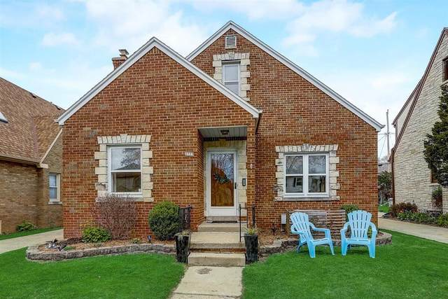 2777 N 70th St, Milwaukee, WI 53210 (#1733626) :: RE/MAX Service First