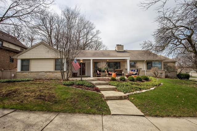 8605 Ravenswood Cir, Wauwatosa, WI 53226 (#1733812) :: RE/MAX Service First