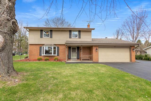 1024 Anton Rd, Hartland, WI 53029 (#1733860) :: RE/MAX Service First