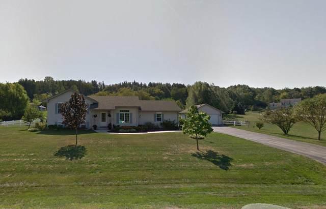 106 Oakwood Ln, North Prairie, WI 53153 (#1733960) :: Tom Didier Real Estate Team