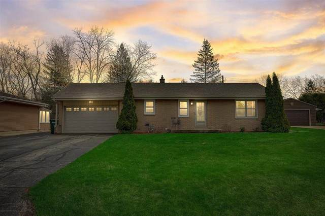 1622 S 165th St, New Berlin, WI 53151 (#1733971) :: RE/MAX Service First