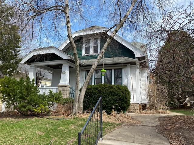 4446 N Bartlett Ave, Shorewood, WI 53211 (#1733980) :: RE/MAX Service First