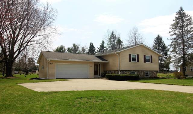 4897 Lois Ln, West Bend, WI 53095 (#1734057) :: EXIT Realty XL