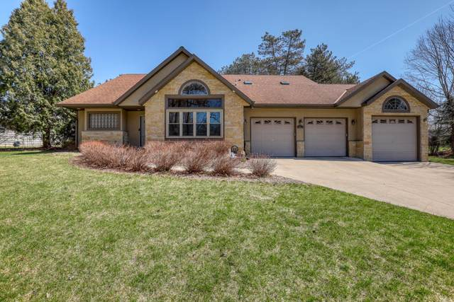910 S Egan Rd, Brookfield, WI 53045 (#1734081) :: RE/MAX Service First