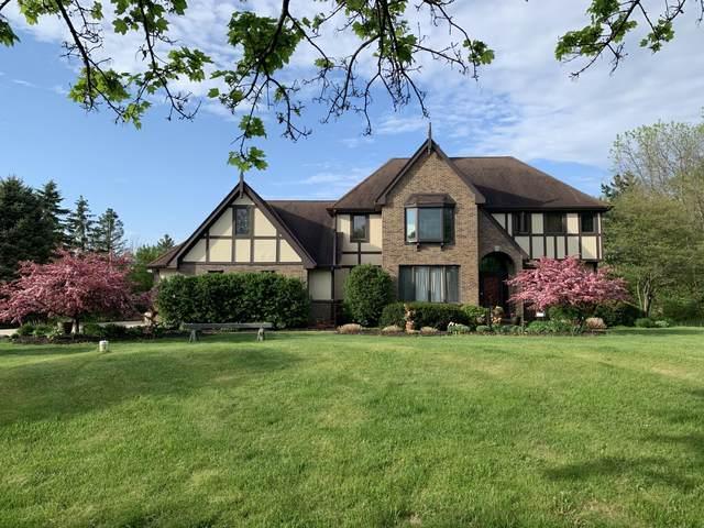 10249 Flagstone Dr, Cedarburg, WI 53012 (#1734088) :: Tom Didier Real Estate Team
