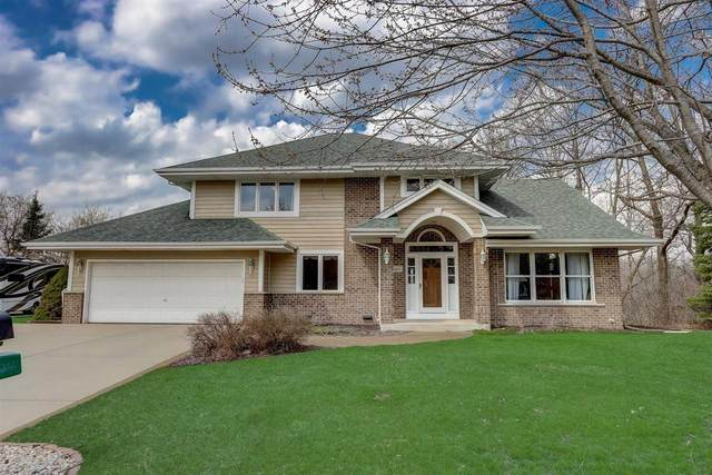 585 Bradford Way, Hartland, WI 53029 (#1734321) :: OneTrust Real Estate