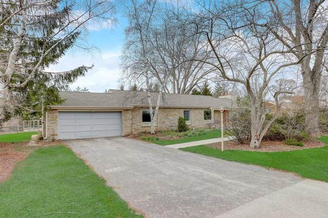 8965 N Fielding Rd, Bayside, WI 53217 (#1734381) :: RE/MAX Service First