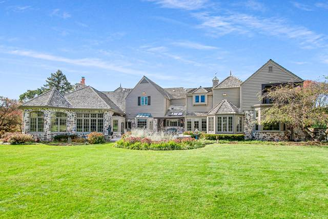 5206 W River Trail Ct, Mequon, WI 53092 (#1734406) :: Tom Didier Real Estate Team