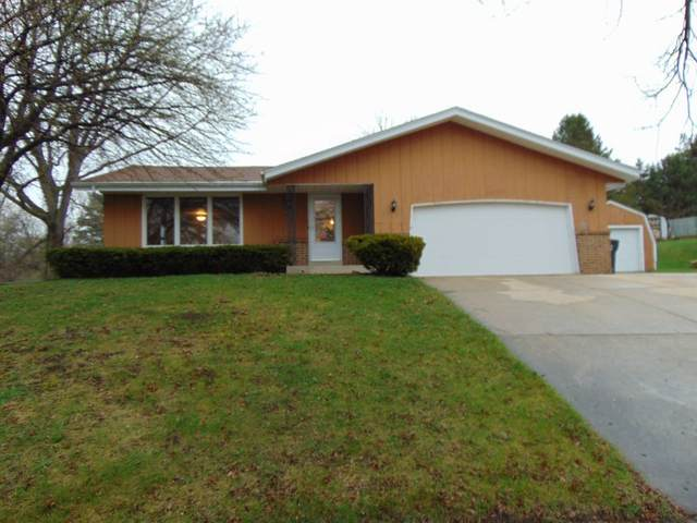 915 Dixie Ct, Waukesha, WI 53189 (#1734452) :: RE/MAX Service First