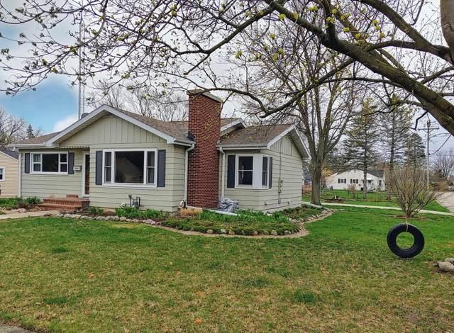 1090 Grant St, Lake Geneva, WI 53147 (#1734510) :: Keller Williams Realty - Milwaukee Southwest