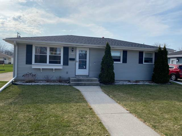 2902 S 18th St, Sheboygan, WI 53081 (#1734708) :: RE/MAX Service First