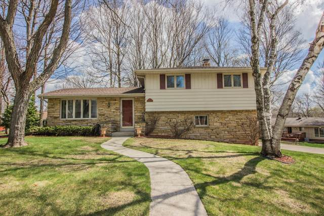 1513 Woodridge Rd, West Bend, WI 53095 (#1734863) :: RE/MAX Service First